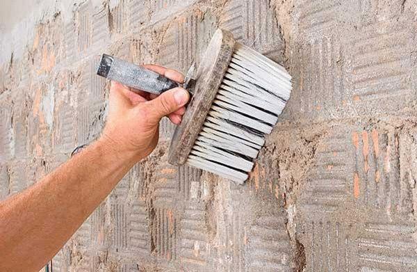 чистка стены перед штукатуркой