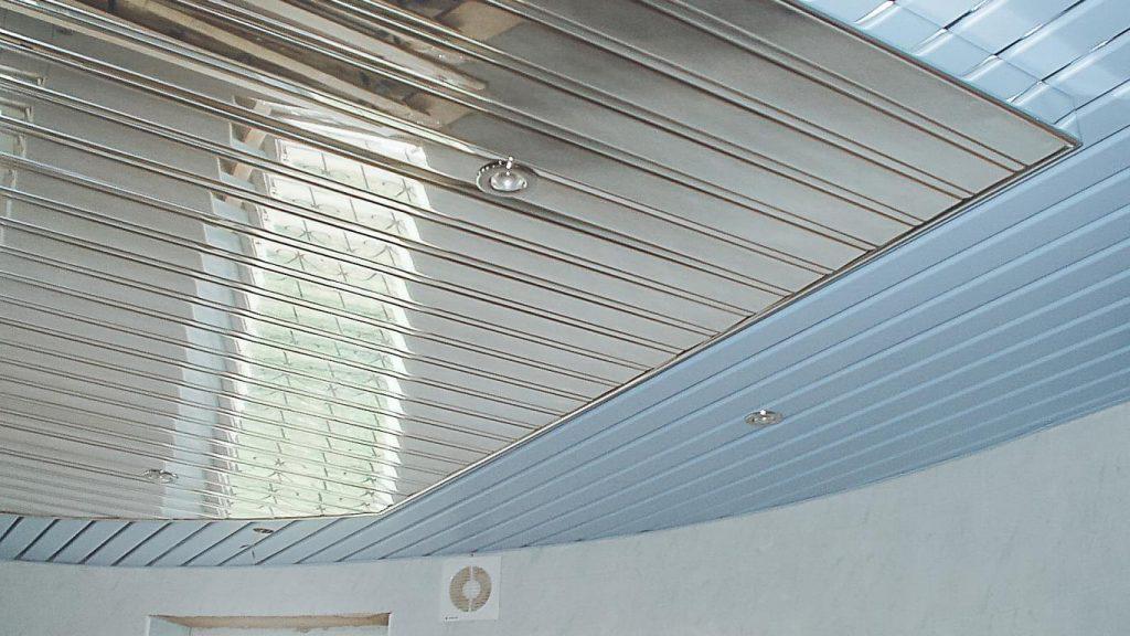 рустовые пвх на потолке