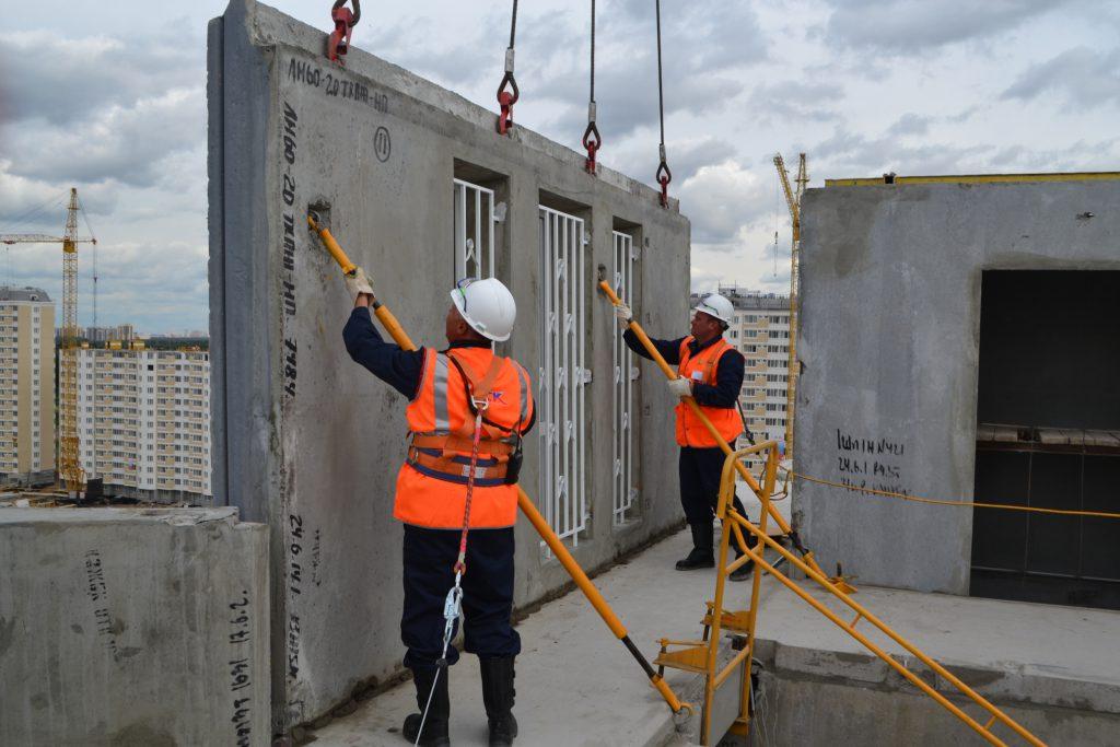 бетонные панели на стройке